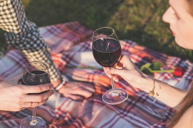 picnic-with-wine
