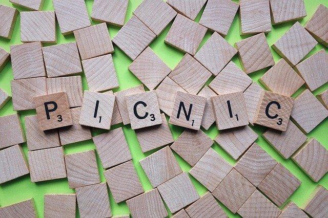wood-tiles-picnic
